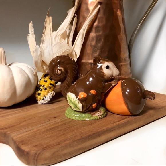 Vintage S/P Shakers squirrel acorn thanksgiving